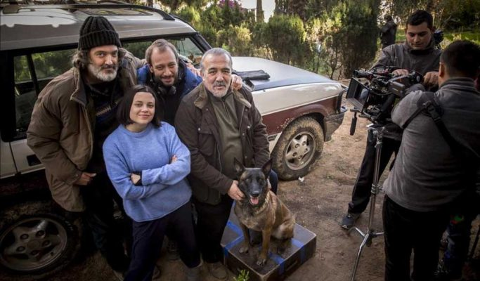 Jose Luis Montesinos, junto a los actores Paula del Rio, Miguel Ángel Jenner, Jordi Aguilar y la perra Espiona. (Fotografía Miguel Lorenzo)